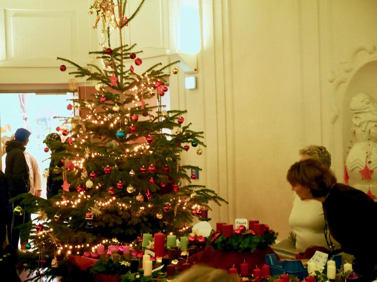 Weihnachtsbasar in der Jeanette-Wolff-Schule am Markt |
